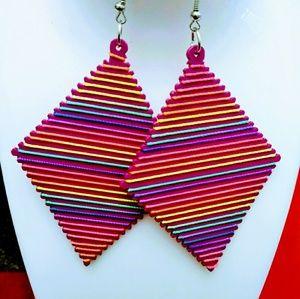 Colorful wood thread hook dangle earrings pink